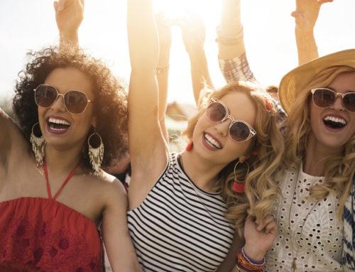 Perfektný outfit na letný festival: Stavte na klobúky a trendy doplnky!